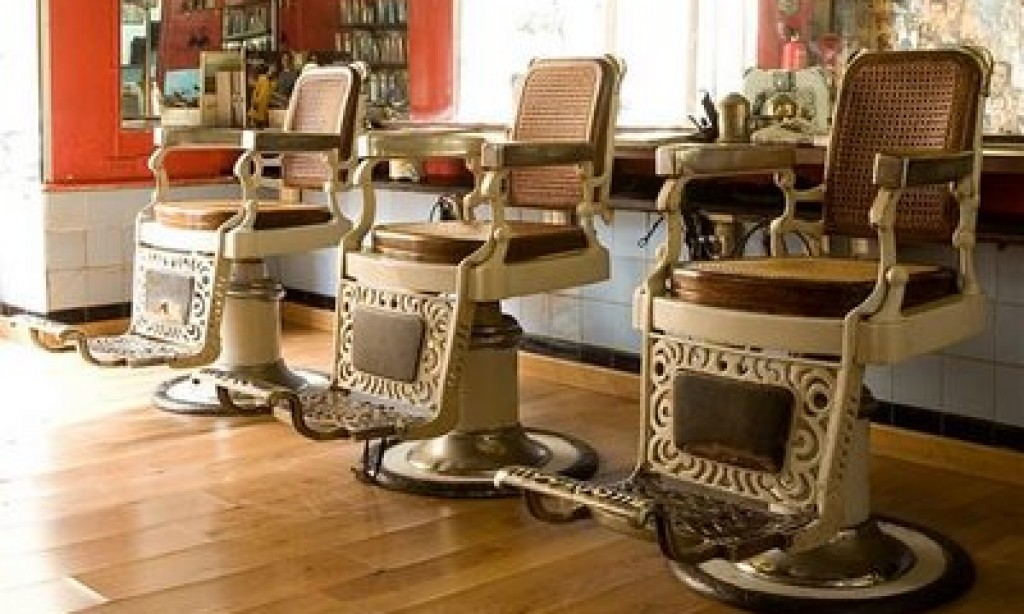 Spanish Hair Salons Turn Off Radios In Protest - Antique Salon Chairs Antique Furniture